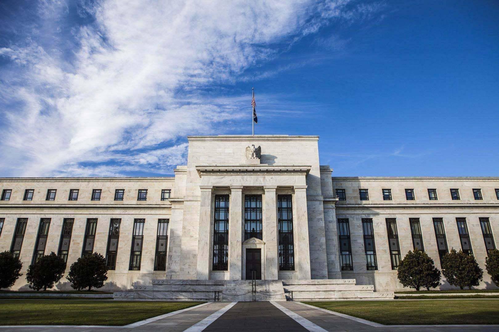 """美国二季度GDP或暴跌近35%!美联储利率决议:暂不加息,不考虑购买股票,承诺动用""""所有工具""""!"""