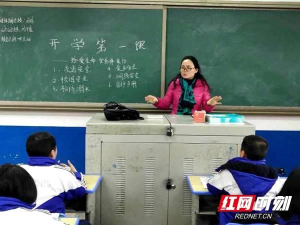兰惠群:潜心育人三尺讲台书写教育人生
