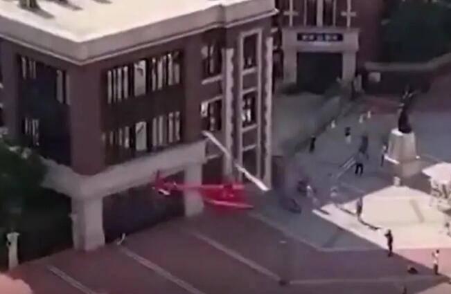 """直升机开到小区""""接客""""?居民:没打过招呼,危险又扰民"""