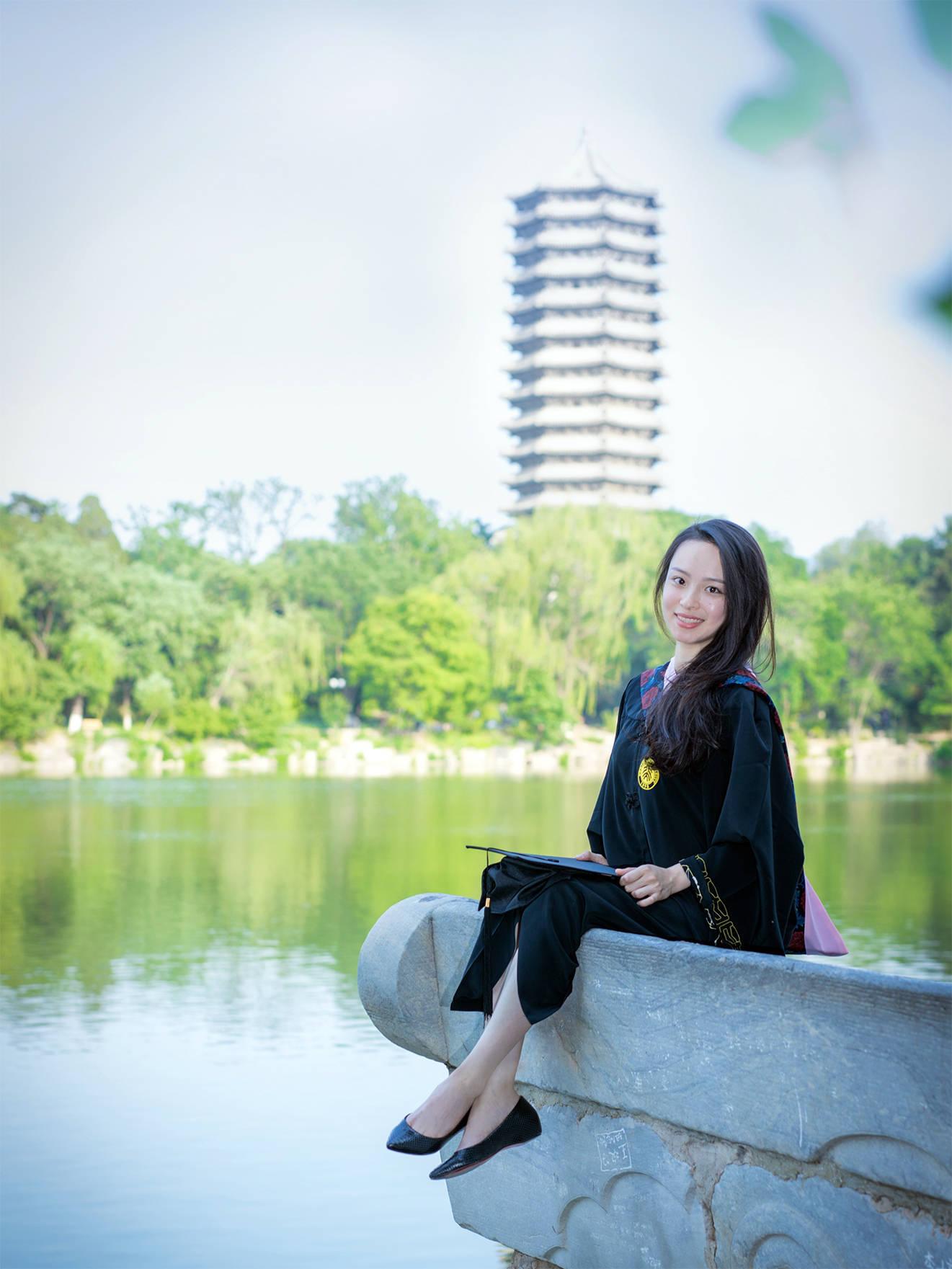 站上女团选秀舞台的李丞汐:北大元培学院毕业,辞掉高薪工作追梦