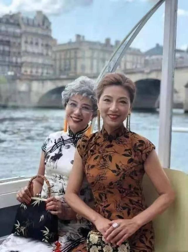 """""""乘风破浪的奶奶""""火了:人均65岁,穿旗袍露美腿游世界插图(4)"""