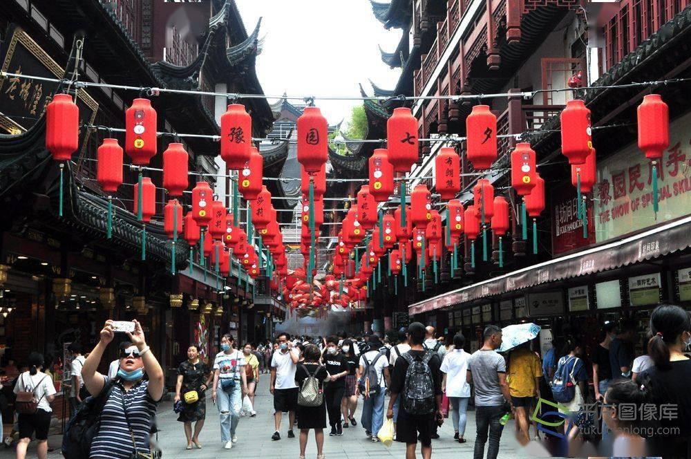 逛、吃、玩、买……布朗熊、可妮兔聚齐上海豫园七夕