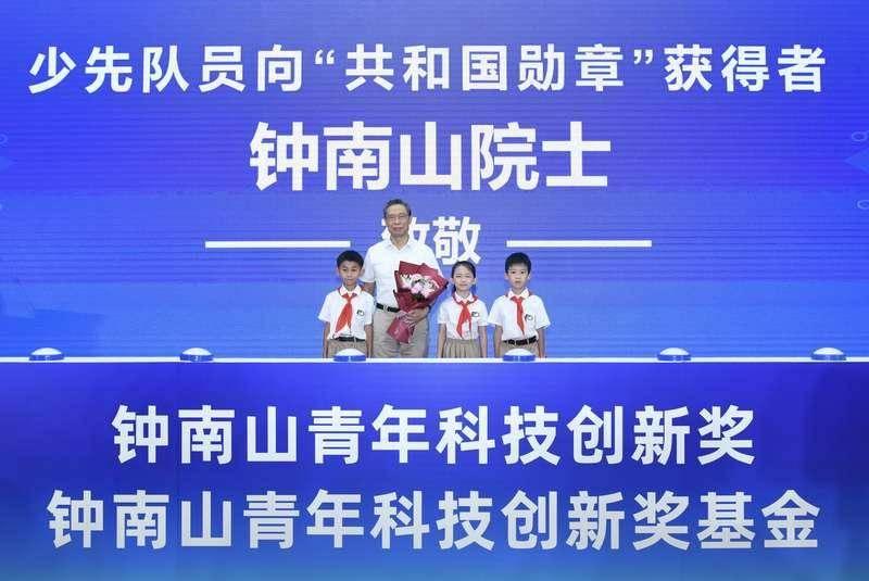 钟南山:青年科技创新奖就是奖励有潜力的年轻人
