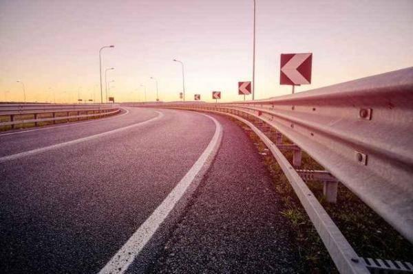综合上面3点高速安路灯纷歧定更宁静