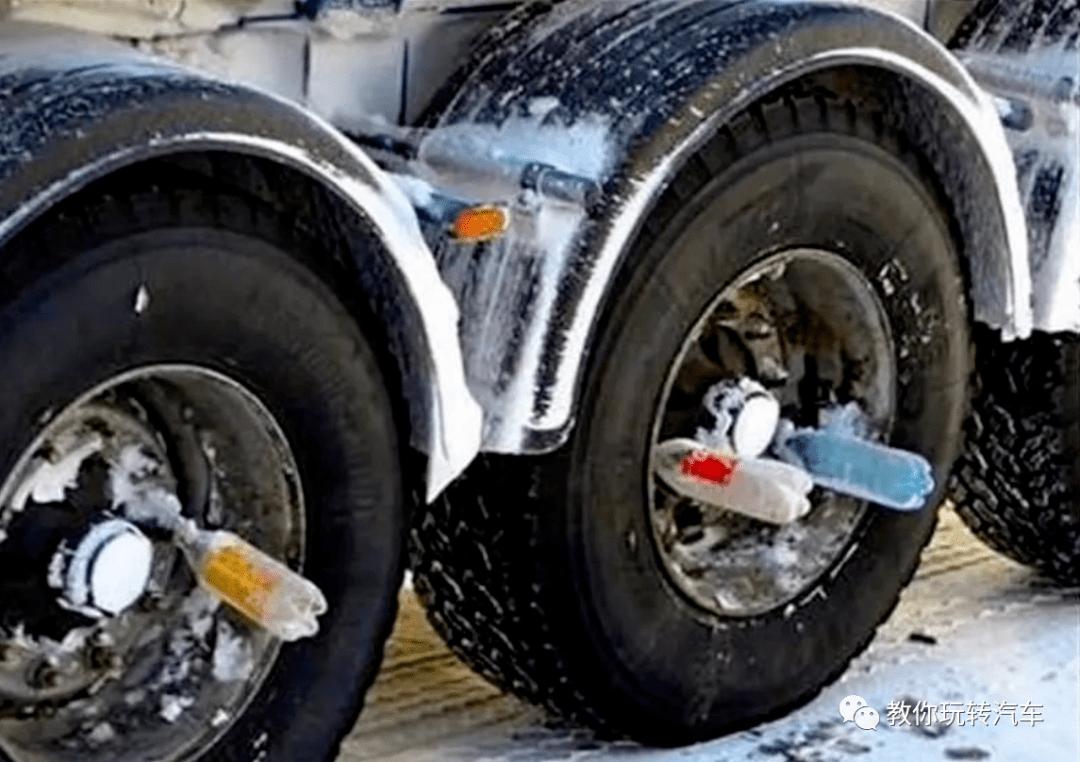 外国卡车把饮料瓶放在轮胎上?得知原因