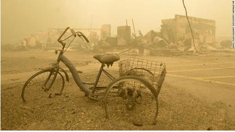 """山火""""吞噬""""底特律郊区:建筑夷为平地 像发生了爆炸"""