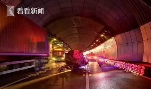 """轿车隧道侧翻 铁骑10秒""""闪现""""!3分钟救人!"""