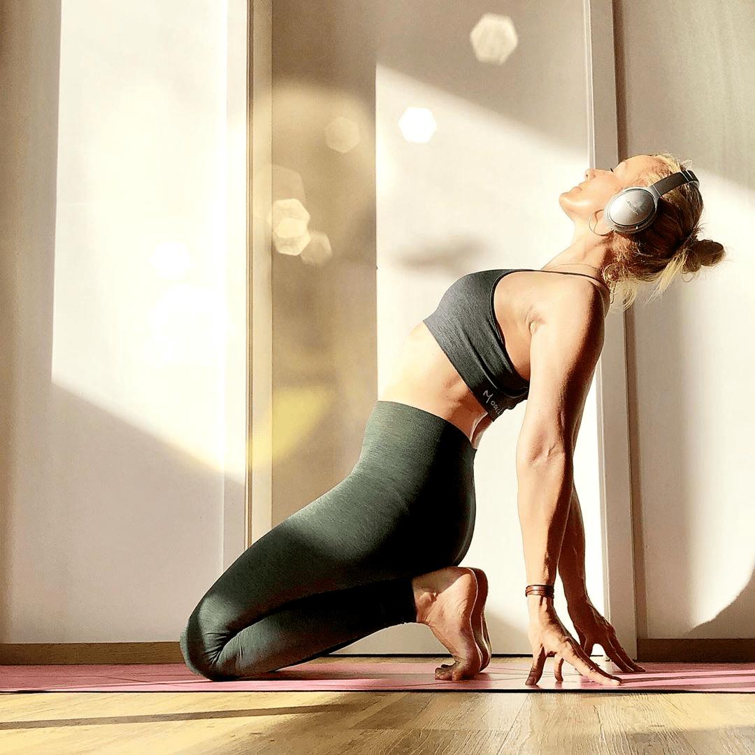 含胸驼背,体态显老十岁?6个瑜伽体式让你收获好气质!