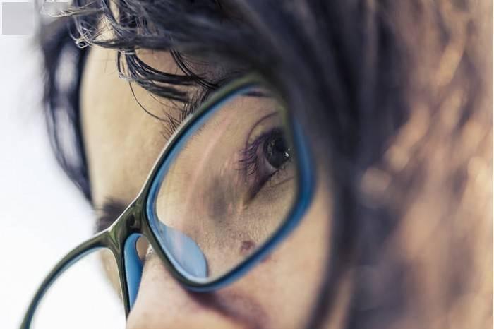 研究:每天佩戴眼镜可能能大幅降低新冠病毒感染风险