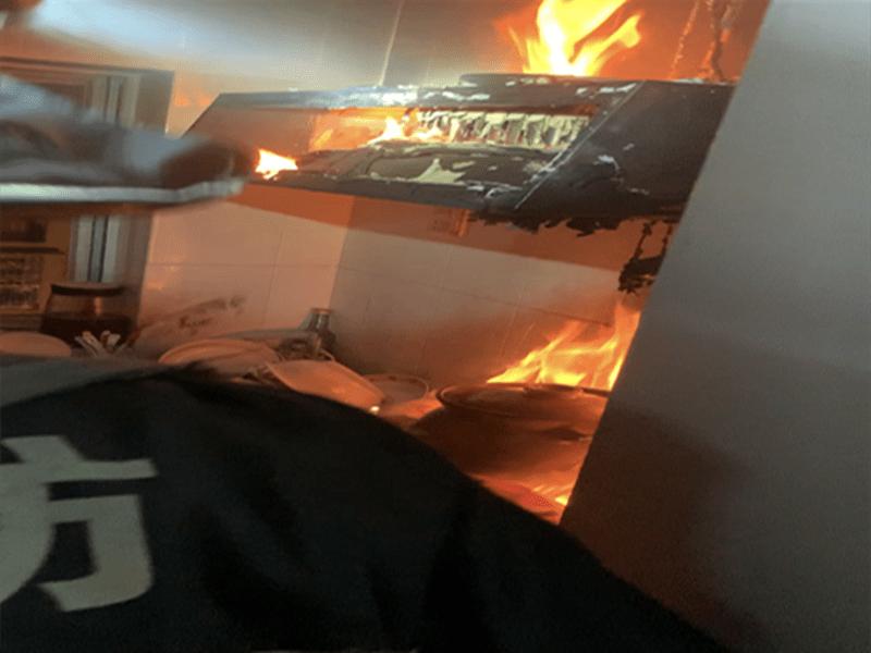 珠海一居民用被子扑火引燃抽油烟机!消防部门对市民发出提醒