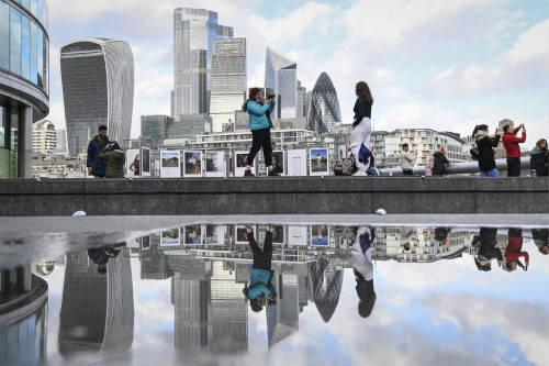 """忧惧""""硬脱欧"""",国际金融机构加速迁出伦敦"""