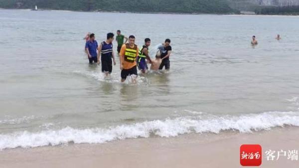 亚博APP手机版:山东游客溺死三亚皇后湾 幸运的是 他们实时救人