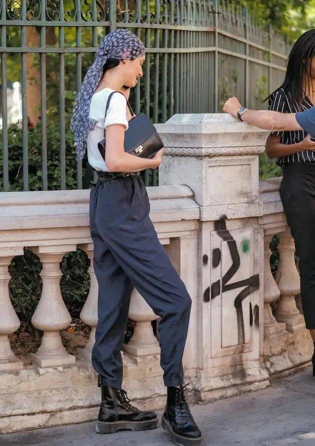 马丁靴+裙子,马丁靴+工装裤……又酷又撩,时髦炸了!     第27张