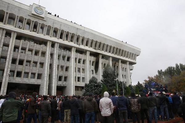 吉总统呼吁维护国内和平与秩序国际社会劝谈促和