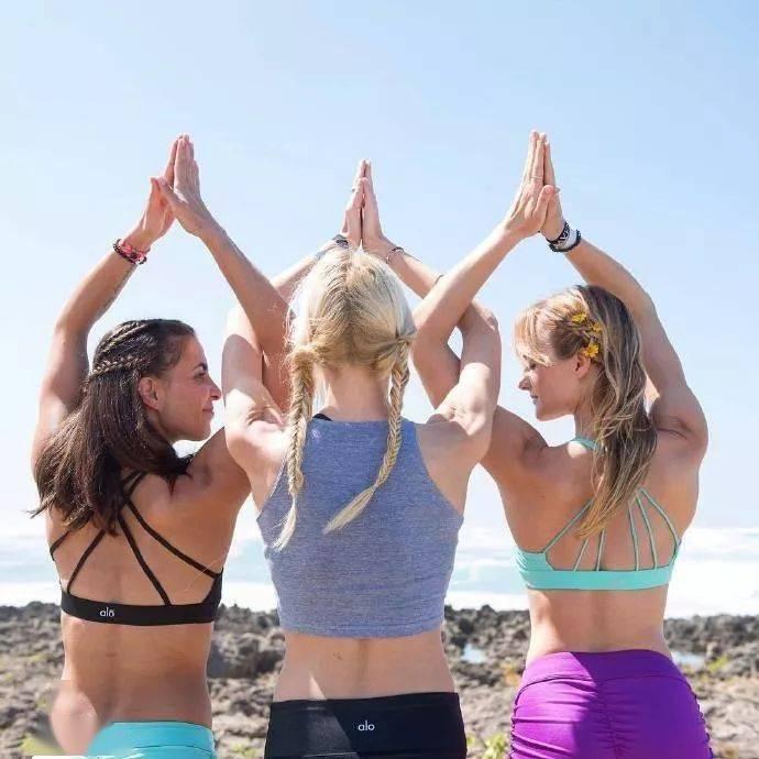 练瑜伽时头发怎么扎比较上镜?