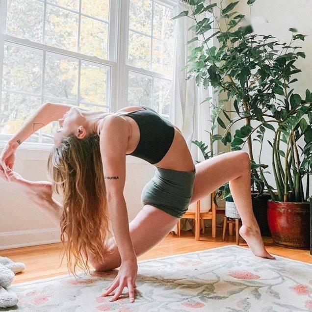 她练了半个月的乌龟趴,小肚子没了,斑也没了,皮肤光滑简直变了一个人 ▷ 中文视频_瑜伽
