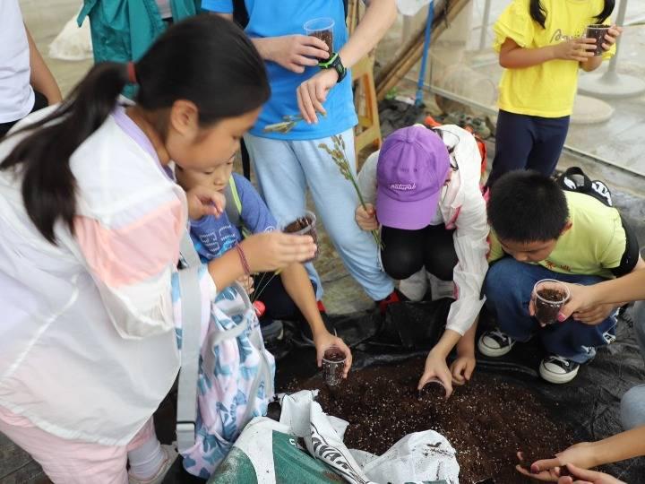这个黄金周 广州的孩子们在外地上了一堂美食课