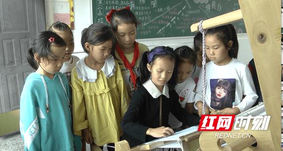 靖州苗族织锦:万缕千丝 见证苗族女人的灵巧与智慧