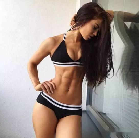 女生怎么锻炼,才能不让胸部缩水?