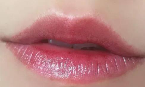 买1送1 ,会变色的唇膏!让双唇粉嫩一整天,告别死皮、唇纹。_口红