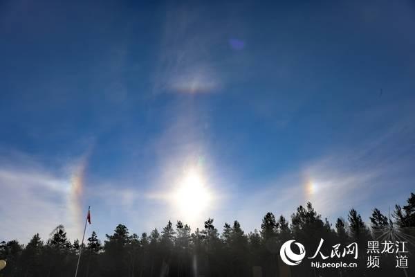 """漠河的日晕和""""环天顶弧""""共同出现在中国北极"""