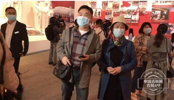还记得来长春感谢吉林医疗队的曹阿姨吗?我们在武汉又遇到她了……