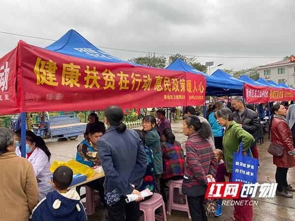 扶贫日活动|雁峰区:多部门联动协作 为贫困户举办专场招聘会