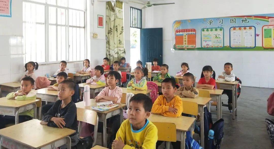 """环江这个镇的孩子们给""""最红""""主题活动打卡啦,是你家乡吗"""