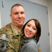 Aaron Causey和他的妻⼦Kat