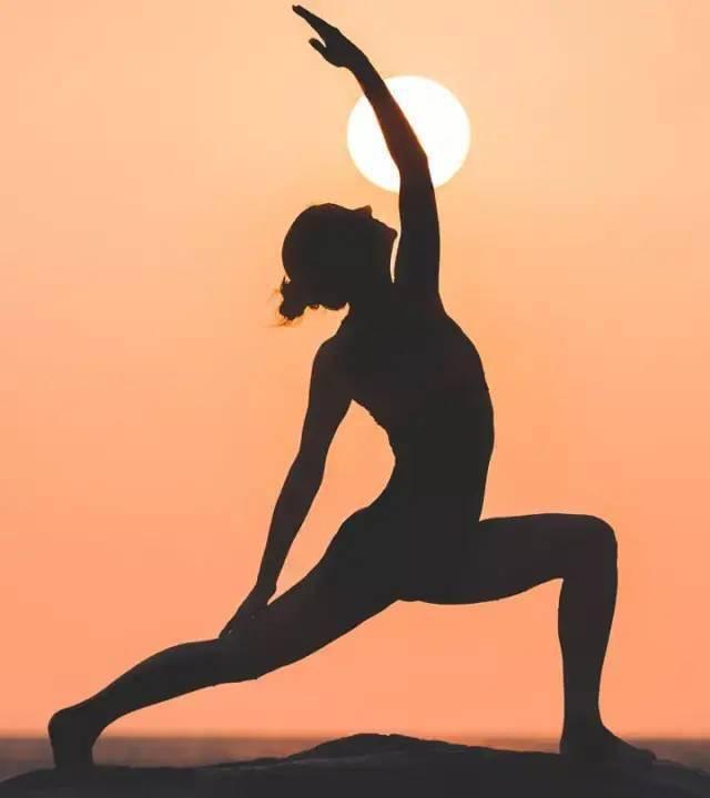 秋季时节,一套瑜伽序列养生又排毒!_身体