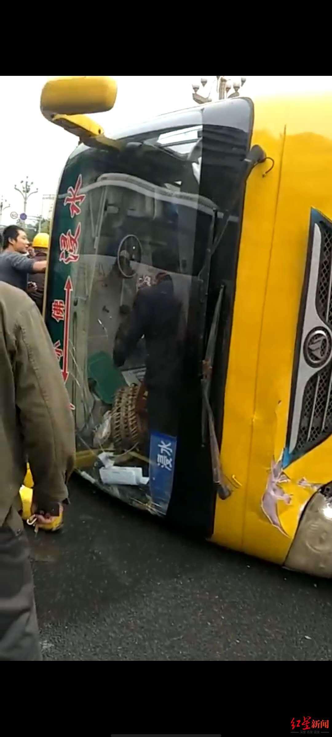 突发!南充一客车发生侧翻事故 1名乘客留院观察