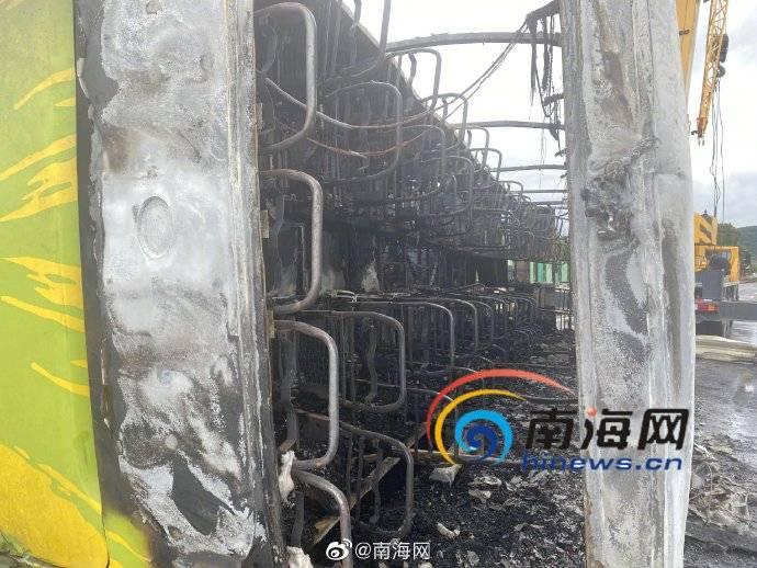 最新消息!海南青岭隧道大巴侧翻起火 无人员死亡