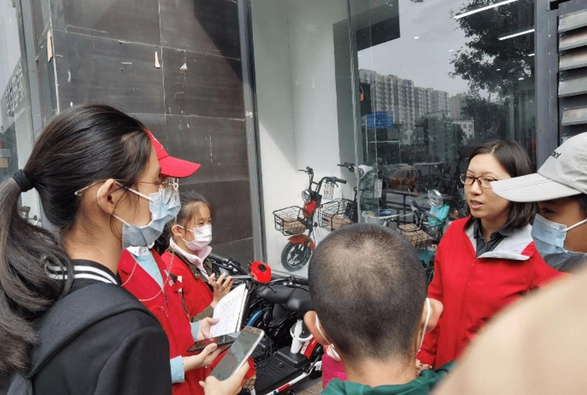 新京报小记者街头采访:关注在线教学认可度
