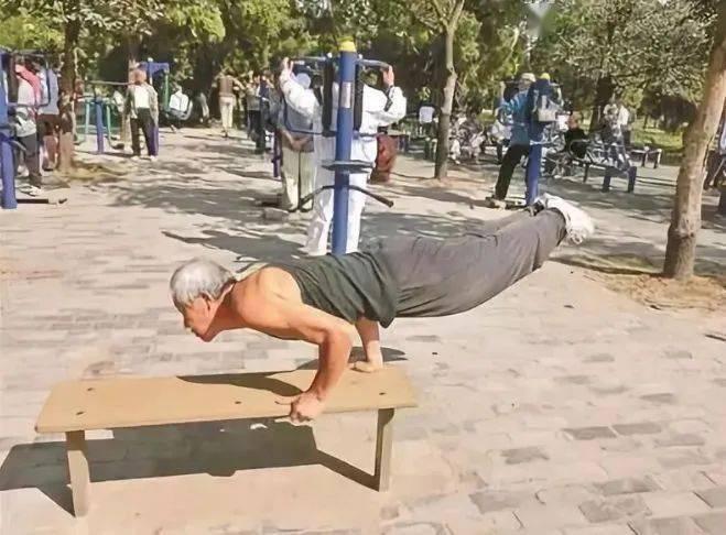 老年人硬核健身!你大爷永远是你大爷