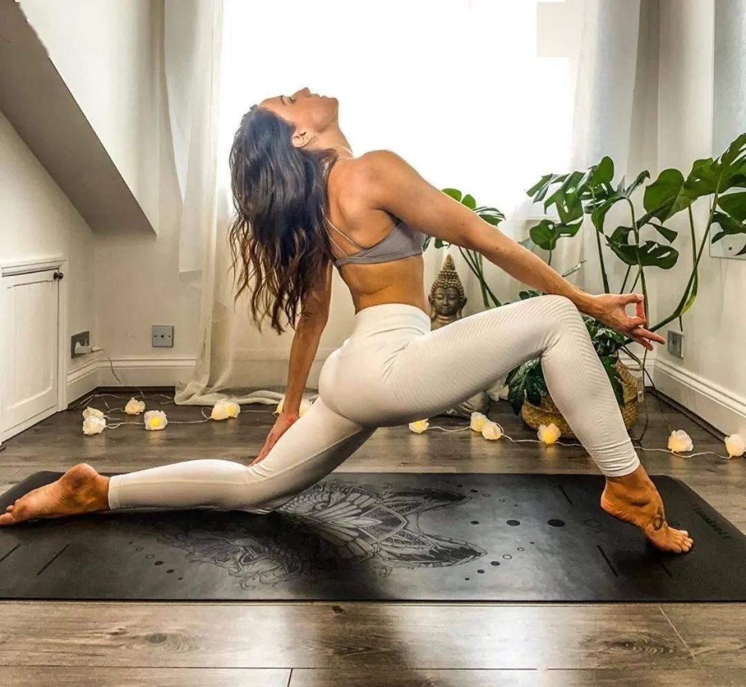 三十岁以后,为了脊柱不僵硬,这套瑜伽序列要常练!_动作