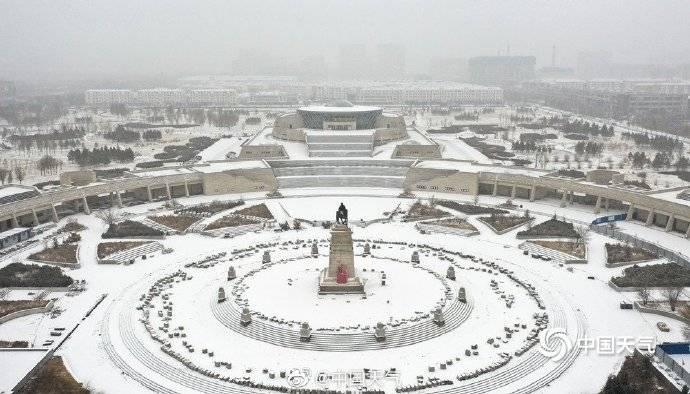 内蒙古多地出现降雪,航拍视角看雪中现场