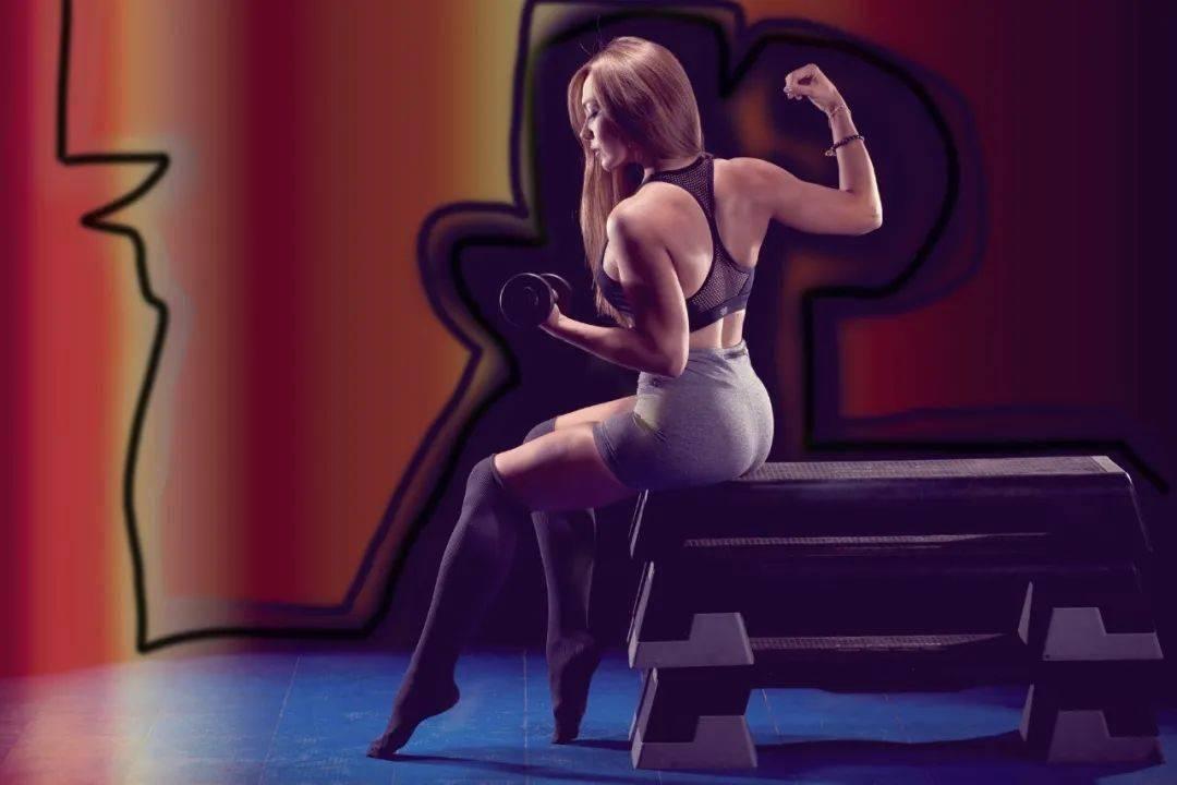 打造漂亮肩膀和紧致后背4个弹力带动作,练出宽肩美背!