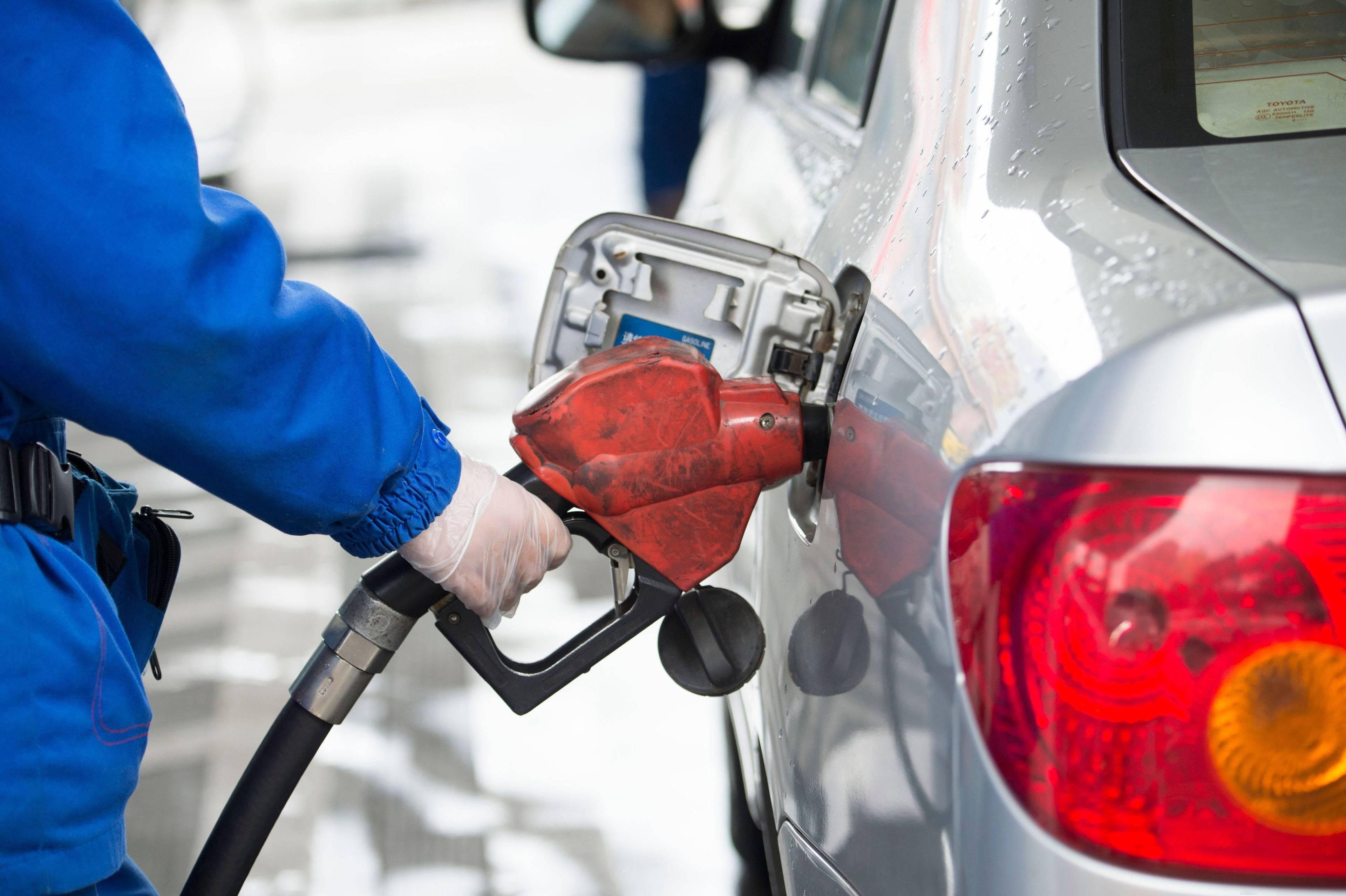 成品油价上调!每升汽油上涨1角多,车主们加满一箱油将多花约6元