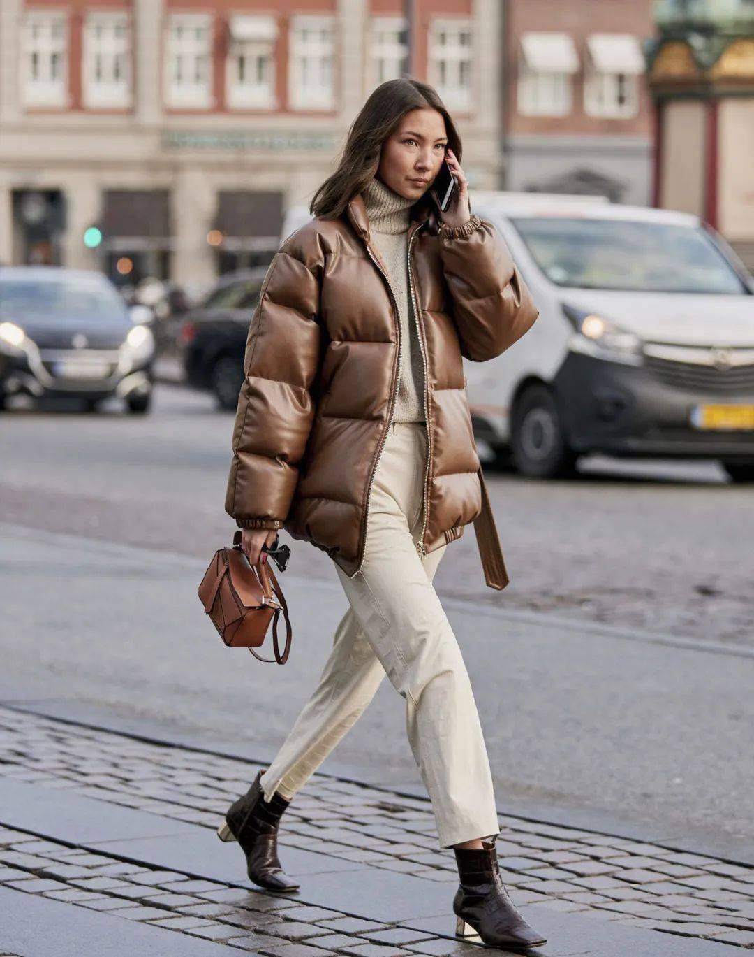 该穿羽绒服了!小个子冬天穿这4款最好看!最显高!最保暖!