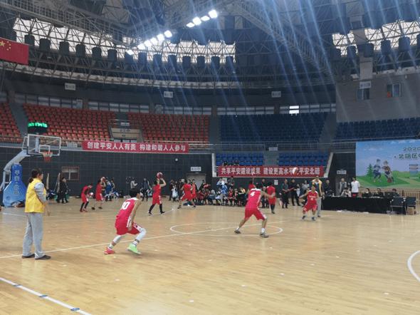 北碚区中小学生篮球比赛顺利举办,同期进行志愿服务活动