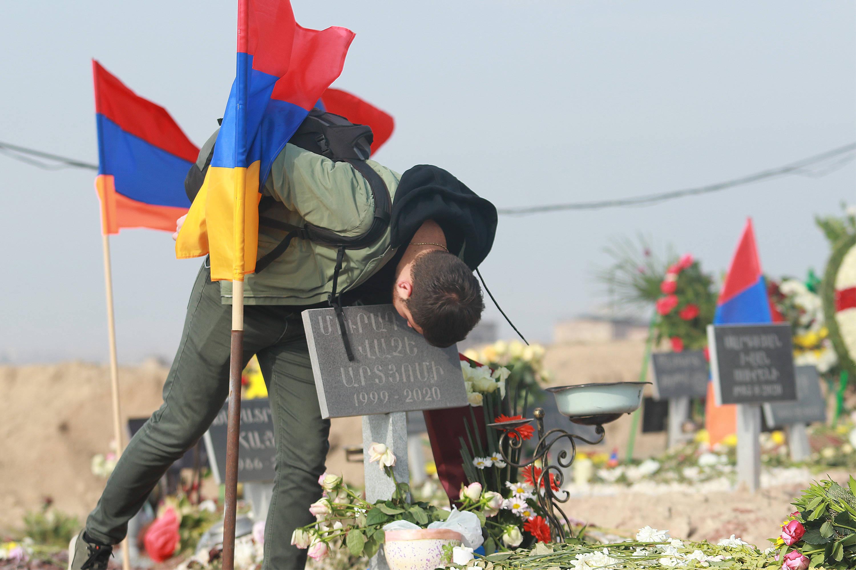 纳卡冲突停火 亚美尼亚安葬阵亡士兵
