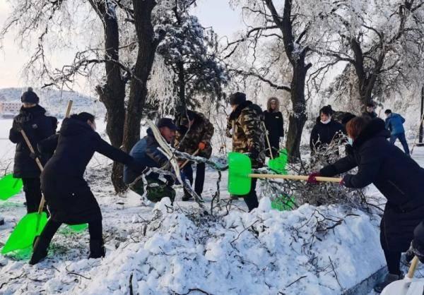 吉林敦化六鼎山文化旅游区:清雪清障抗击冰冻灾害