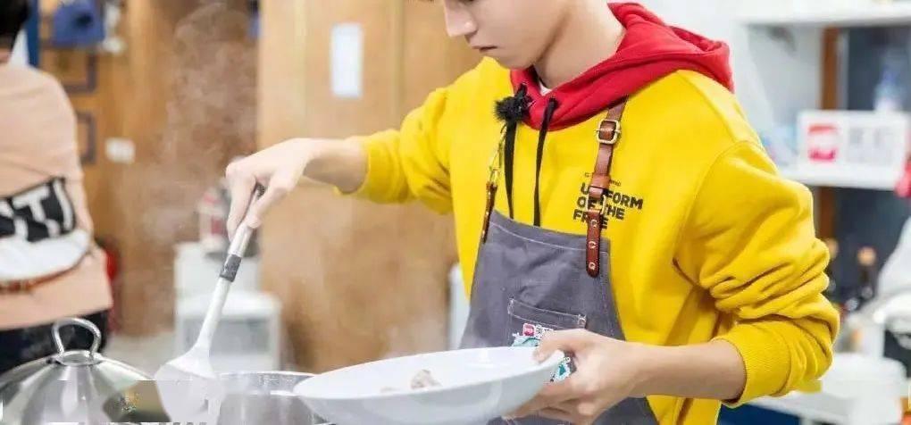 王俊凯的厨艺真有传说中那么好?舒淇5个字透露真相!_生活
