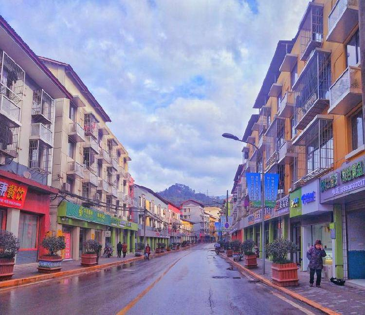 """巴南区圣灯山镇倾情打造全域旅游和度假小镇: 养生、养心、养老的""""三养圣地""""成为品质生活优选地"""