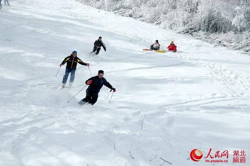 神农架滑雪季今日启幕 本网记者带你现场体验冰雪盛宴