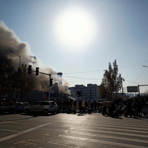 郑州一处仓库着火,现场浓烟滚滚!警方最新通报来了