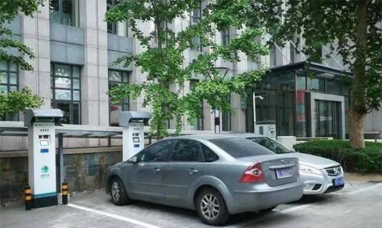 沙巴sb体育: 燃油车在电动车充电车位停车被上锁 您怎么看?