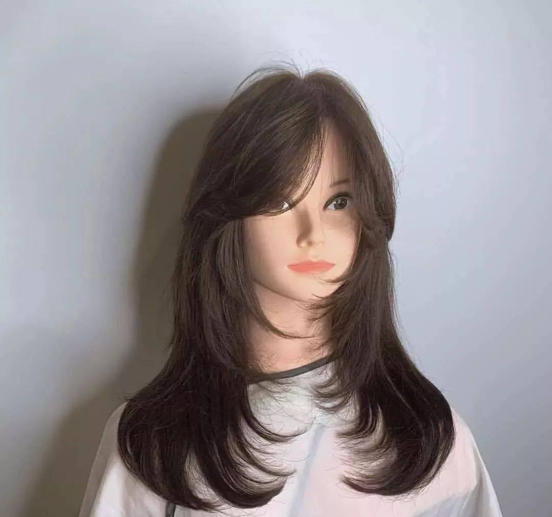 60岁女士短发烫发发型