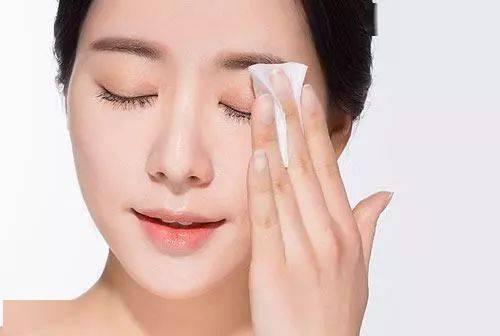 卸妝油和卸妝水到底哪個更好?