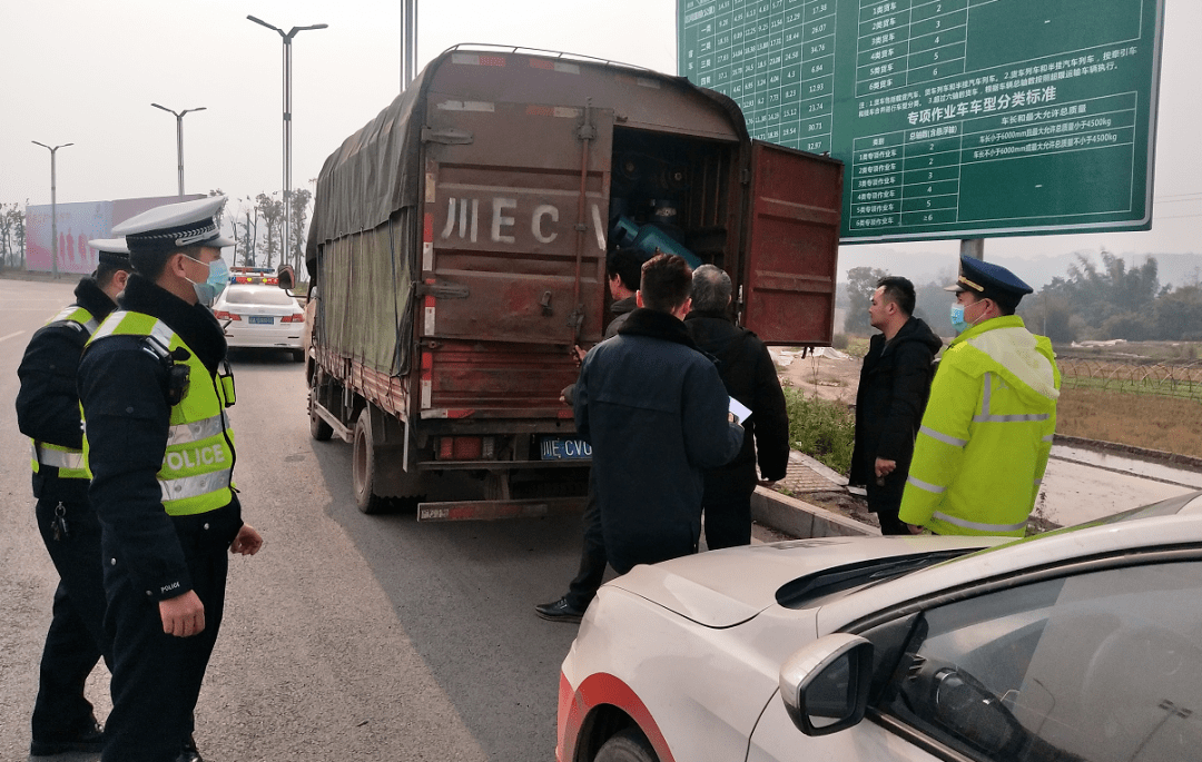 泸州高速路出口,一货车驾驶员神色紧张,民警截停后……